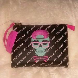 NWT Betsey Johnson Black Skull Wristlet Zipper Clo